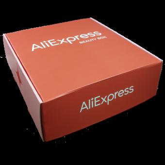 Картонная коробка с логотипом компании